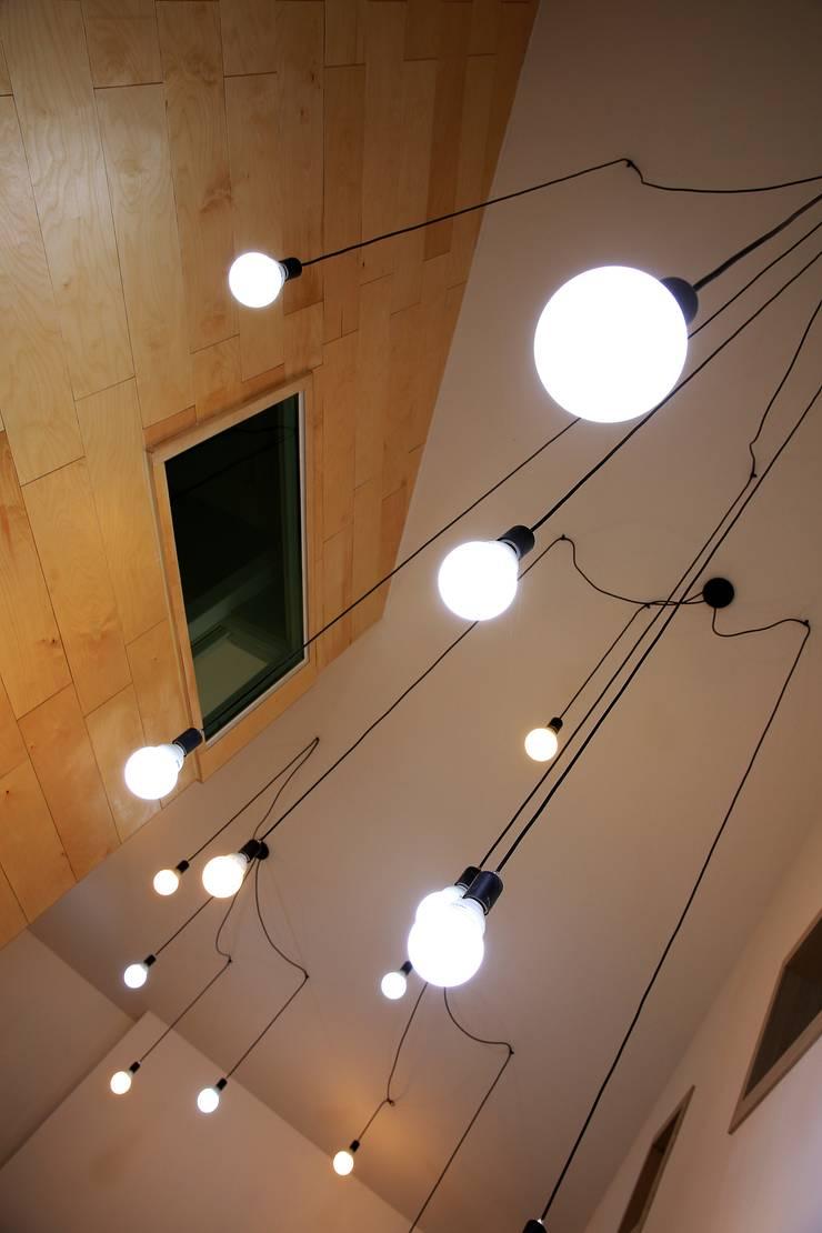경북 군위 전원주택 협소주택 땅콩주택: inark [인아크 건축 설계 디자인]의  거실,