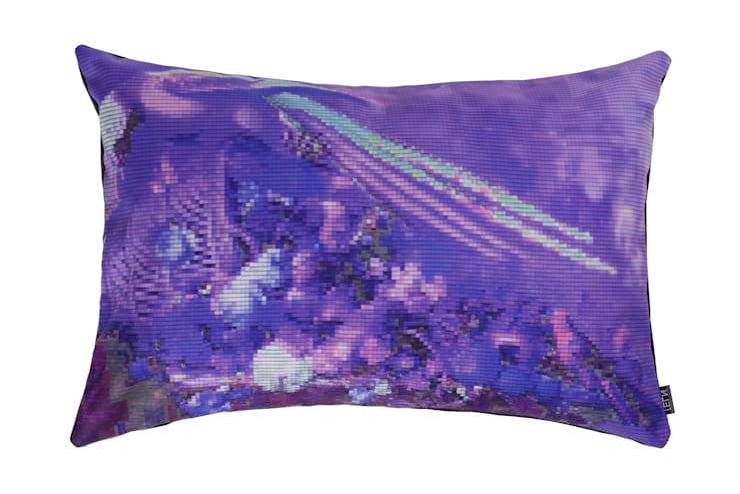 Still (A)life Parrot kussen violet:  Woonkamer door NL31