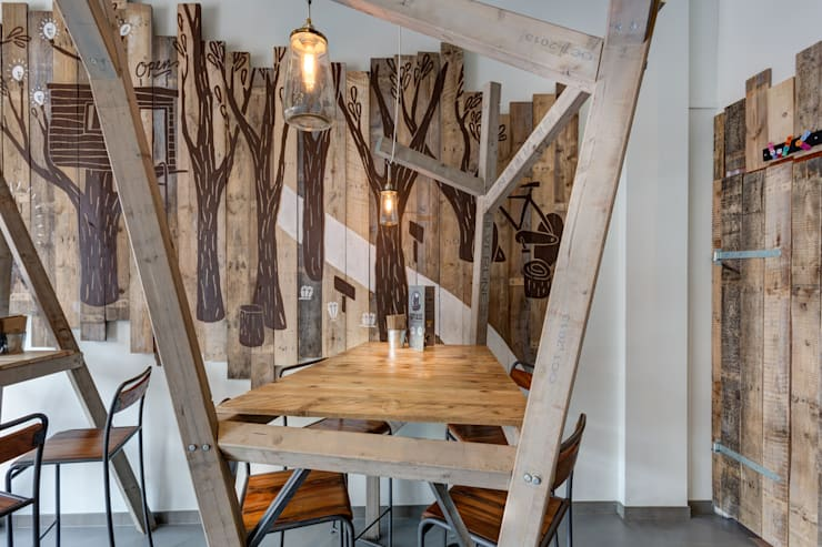Grizzl store bomen tafel:  Eetkamer door Studio Made By, Industrieel Hout Hout