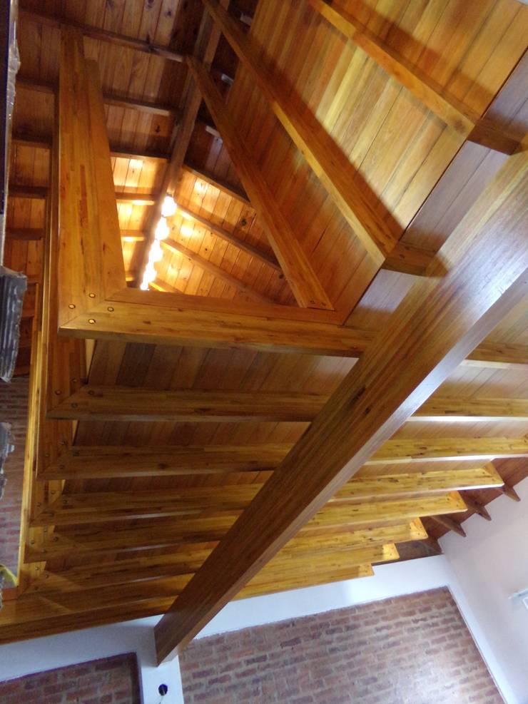 AMPLIACION / habitación aérea: Dormitorios de estilo  por juan olea arquitecto