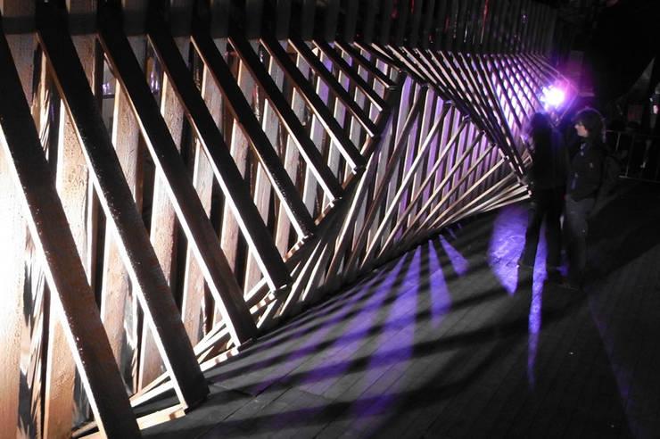 3D schutting Schaduwspel: modern  door Studio Made By, Modern Hout Hout