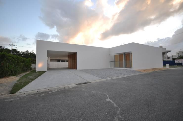 Casas de estilo  por 門一級建築士事務所