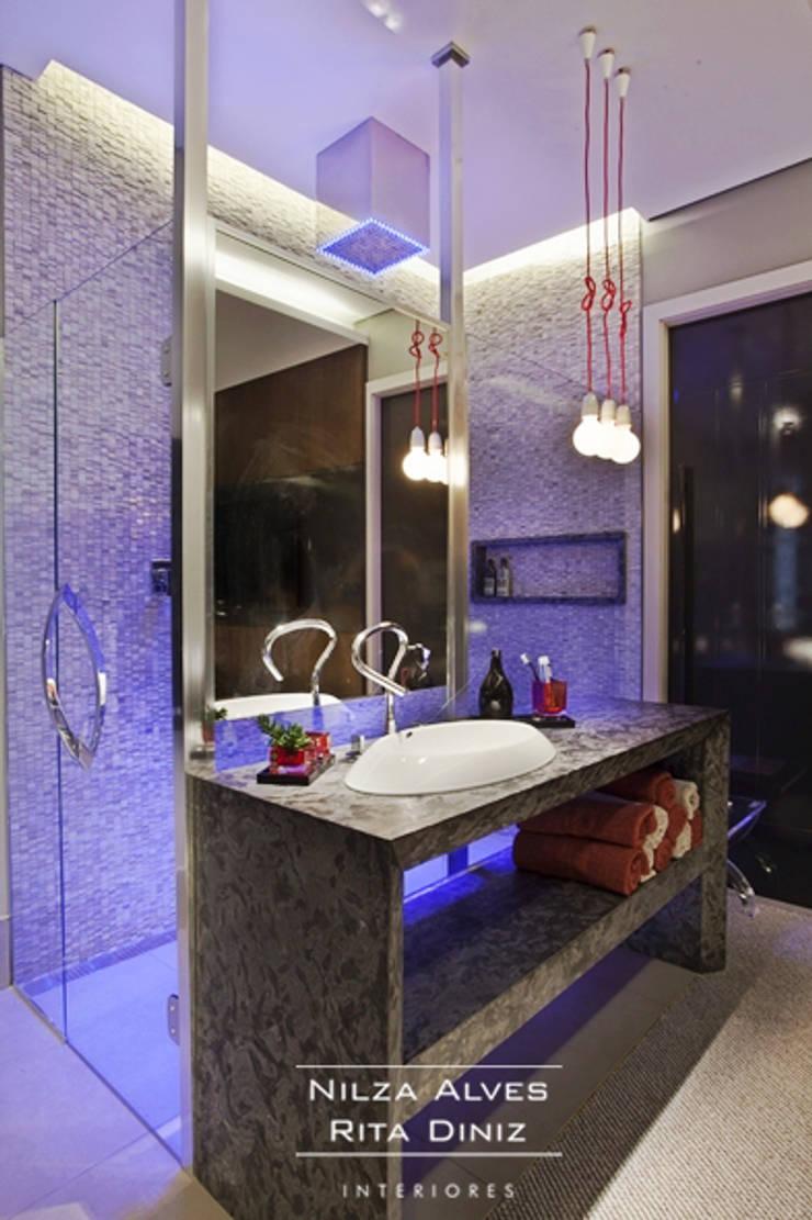 Banheiro: Banheiros  por Nilza Alves e Rita Diniz,Moderno