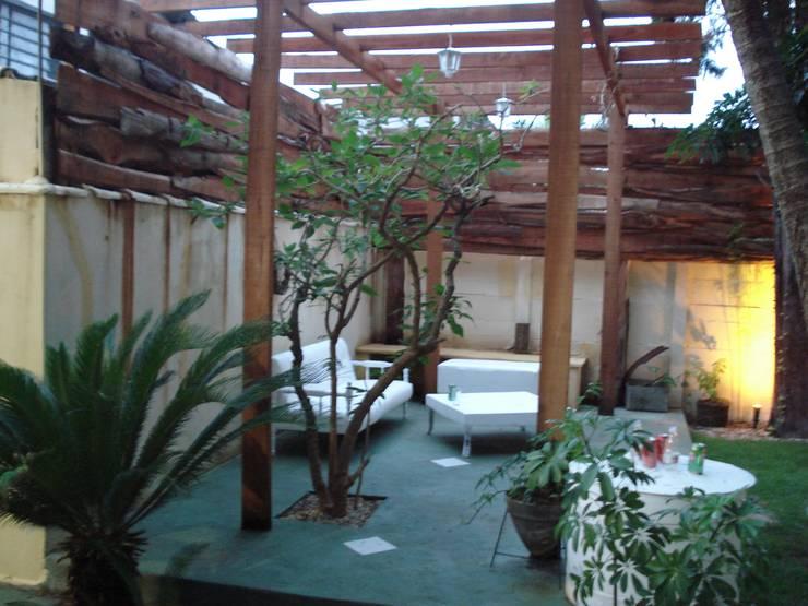Jardines de estilo  por AnnitaBunita.com, Rústico Madera Acabado en madera