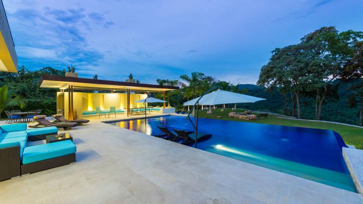 Piletas de estilo minimalista por David Macias Arquitectura & Urbanismo
