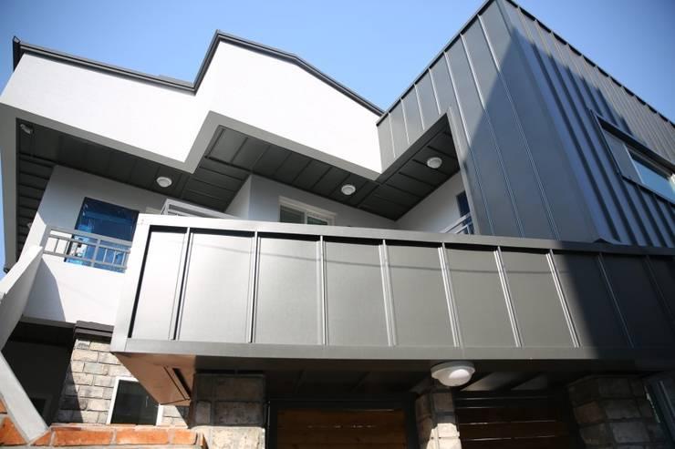 대구 죽전동 주택 인테리어 리모델링 (전원주택 ): inark [인아크 건축 설계 디자인]의  주택