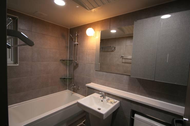 대구 죽전동 주택 인테리어 리모델링 (전원주택 ): inark [인아크 건축 설계 디자인]의  욕실