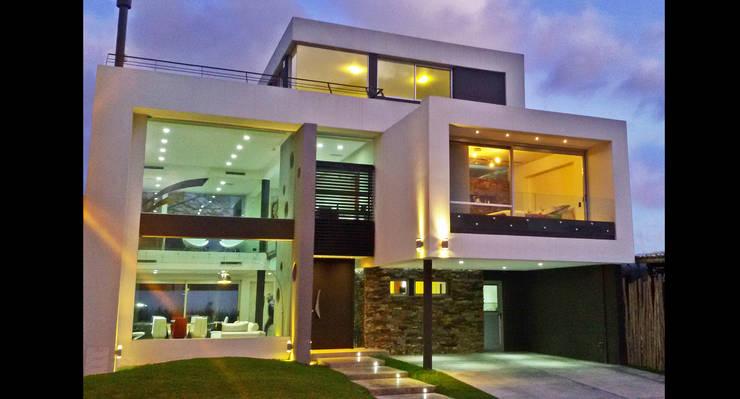 CASA H2 - Estudio Fernandez+Mego: Casas de estilo minimalista por Estudio Fernández+Mego