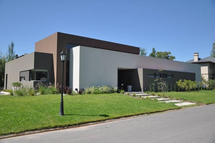 5 casas minimalistas por dentro y por fuera for Casas modernas de una planta minimalistas