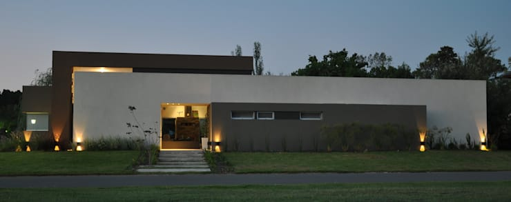Casas de estilo  por Estudio Fernández+Mego