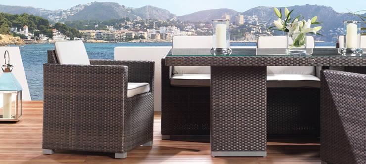 Balconies, verandas & terraces  by LuxDeco