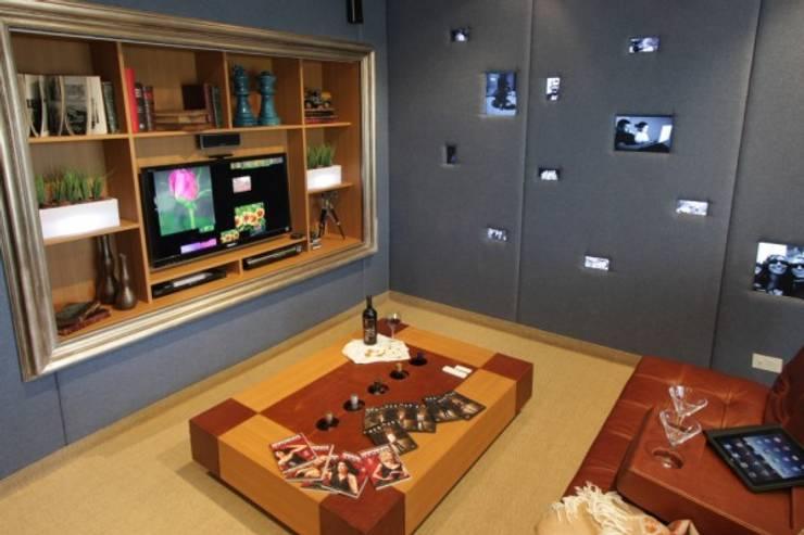 Refugio para la Pareja dentro de una Casa: Bodegas de estilo  por Xime Russo Interiores ,