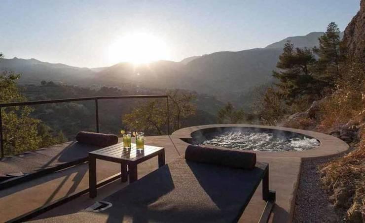 SARGRUP İNŞAAT VE ENERJİ LTD.ŞTİ. – VIVOOD Landscape Hotel:  tarz Teras, Minimalist Orta Yoğunlukta Lifli Levha