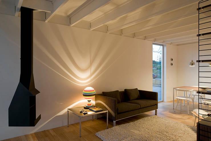 Treehouse: Salas de estar  por Jular Madeiras
