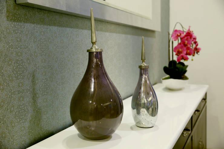 Accessories: modern  by renu soni interior design,Modern