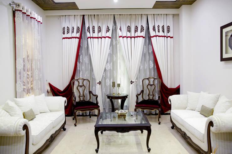 Formal Living Room :  Living room by renu soni interior design