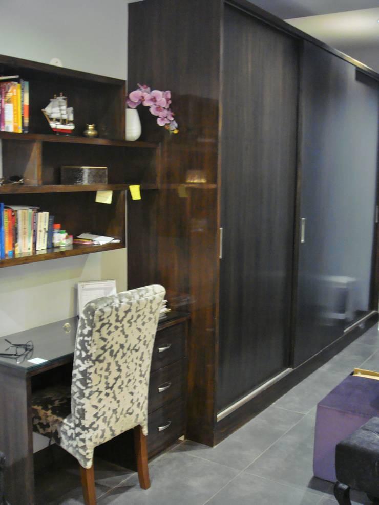 Bedroom: eclectic Bedroom by renu soni interior design