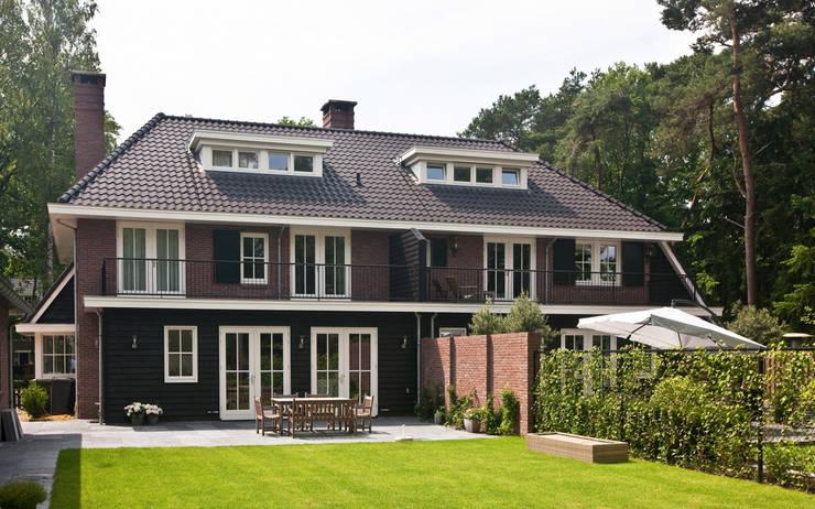 Jaren 30 villa Lyceumkwartier Zeist :   door 01 Architecten, Klassiek
