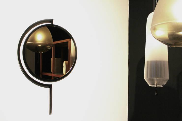 Contorno Mirror Black:   door Studio Jolanda van Goor, Scandinavisch Metaal