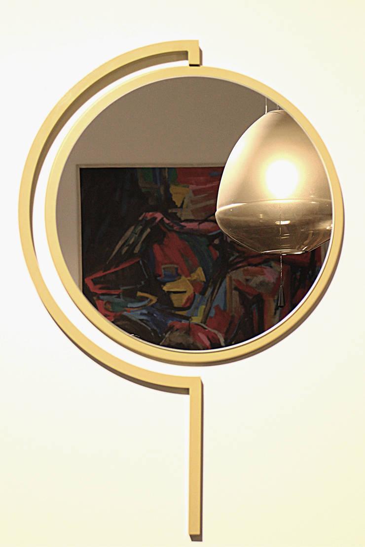 Contorno Mirror Olive Yellow :   door Studio Jolanda van Goor, Scandinavisch Metaal