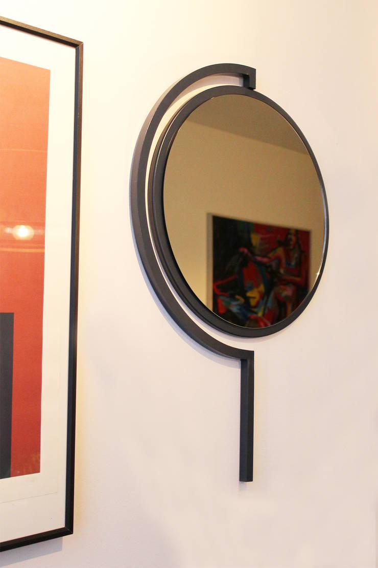 Contorno Mirror Grey Blue :   door Studio Jolanda van Goor, Scandinavisch Metaal
