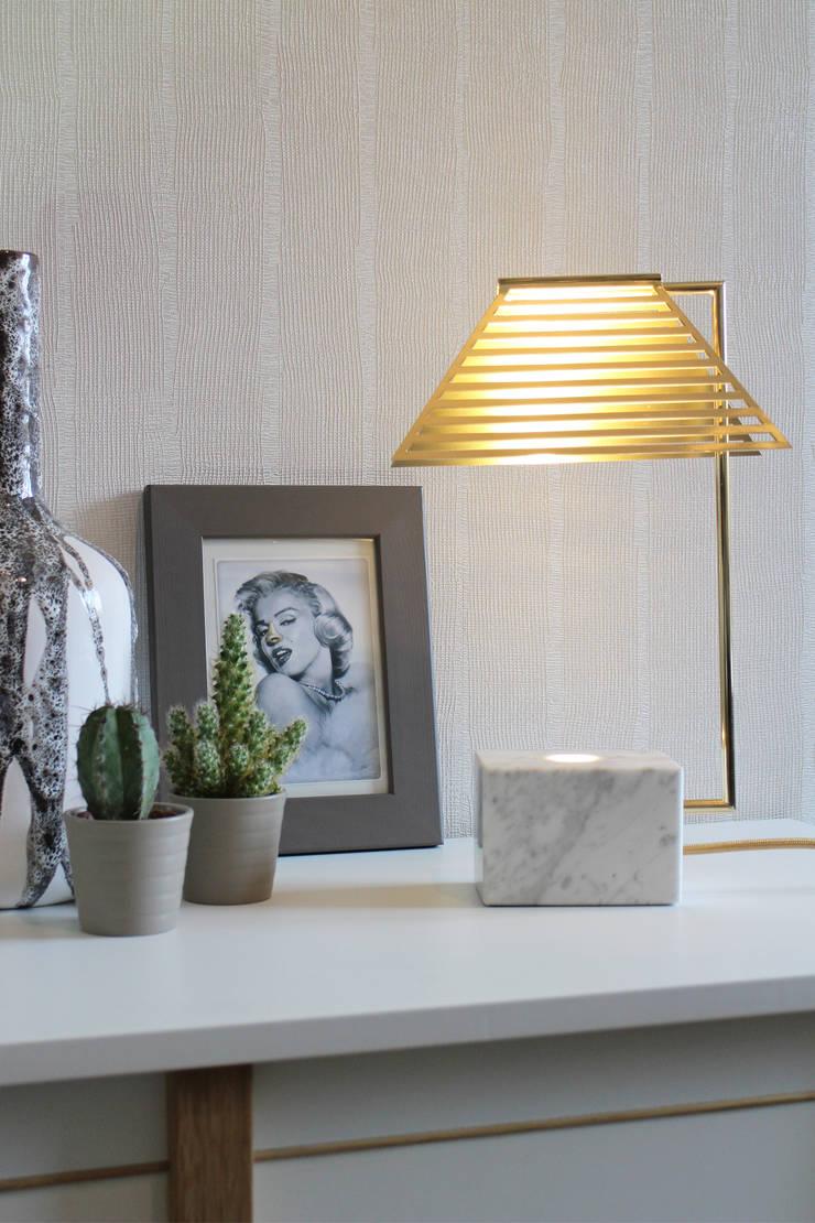Contorno Lamp White Marble:  Woonkamer door Studio Jolanda van Goor
