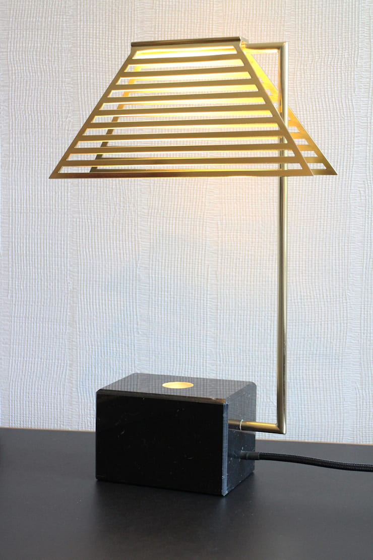 Contorno Lamp Black Marble:  Woonkamer door Studio Jolanda van Goor