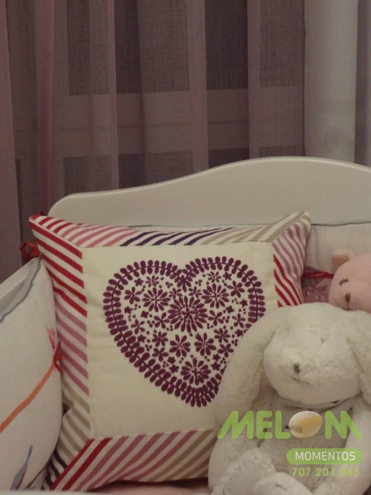 Quarto de bébé: Quarto de crianças  por MELOM Momentos