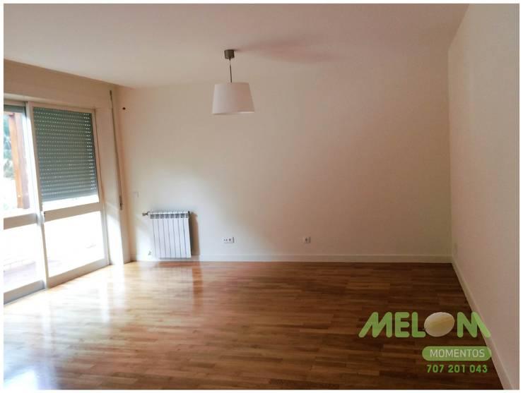 Remodelação de Apartamento: Salas de estar  por MELOM Momentos
