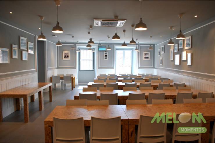 Refeitório Centro Social: Salas de jantar  por MELOM Momentos