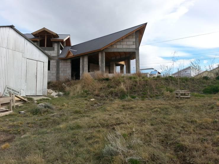 CASA UNIFAMILIAR: Casas de estilo  por Arquitectura para todos