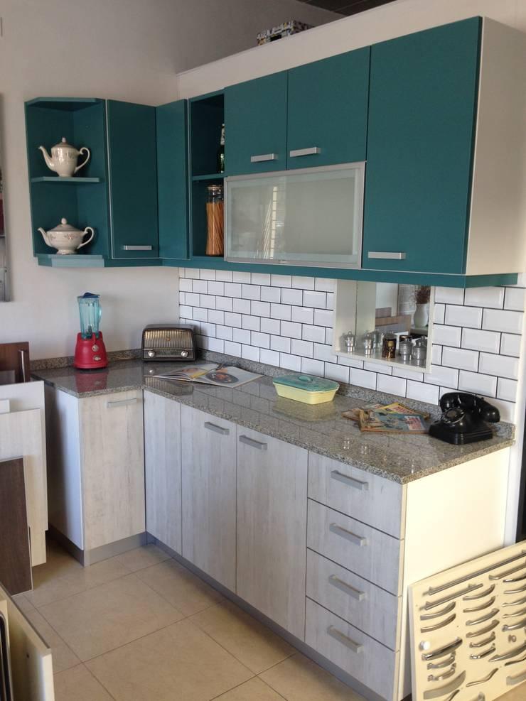 Cesaro cocinas – Showroom:  de estilo  por Cesaro