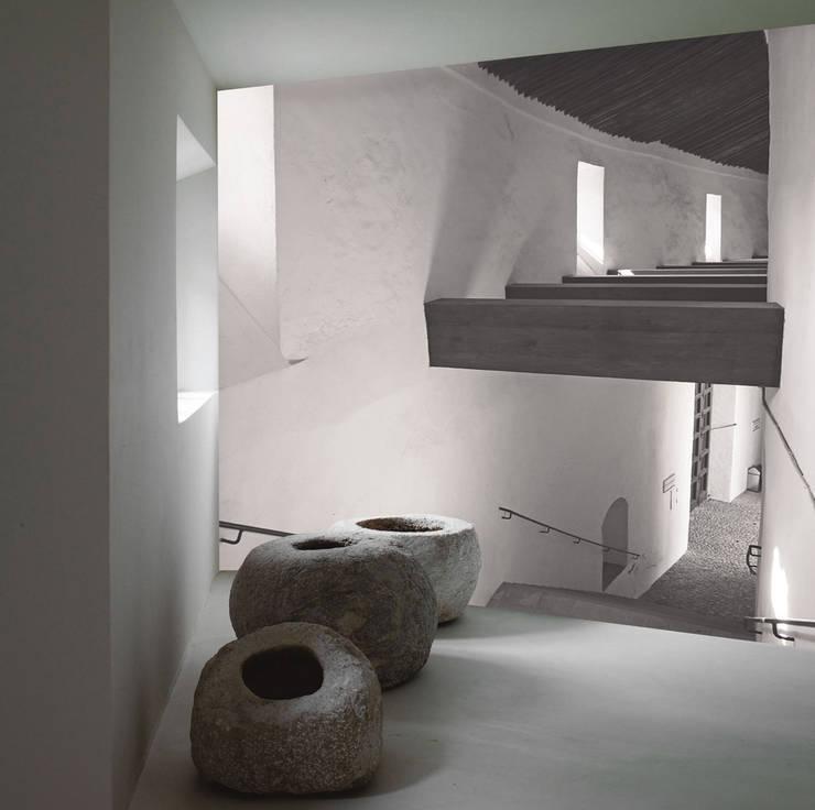 inn: Ingresso, Corridoio & Scale in stile  di Creativespace