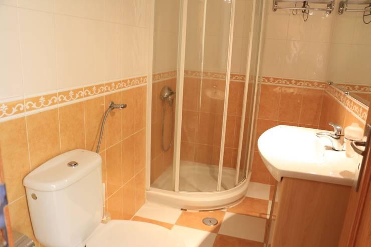 Casa de banho - Apartamento T3 Duplex: Casa de banho  por Novilei Imobiliária