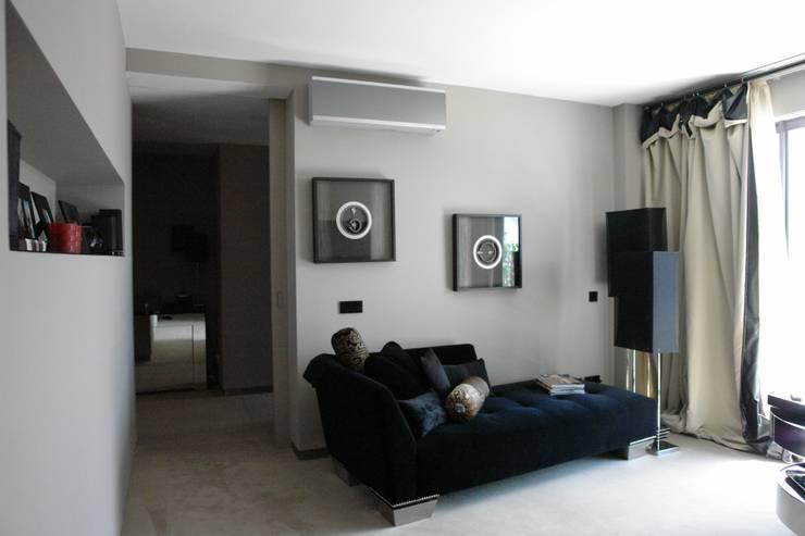 Apartamento – Restauro: Salas de estar  por Decorando - Inner Spaces