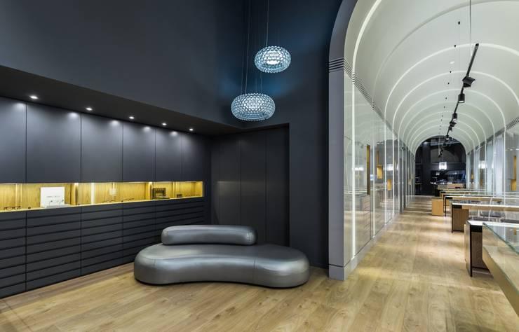 OMR_MTS1A_1: Espaços comerciais  por XYZ Arquitectos Associados