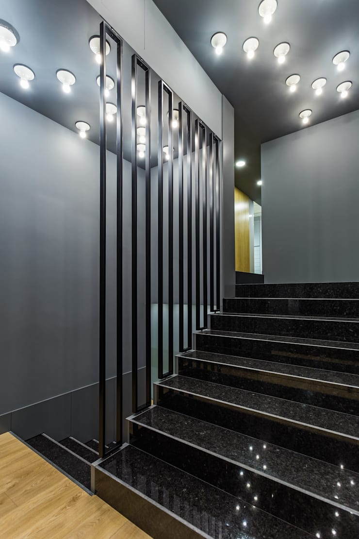 OMR_MTS1A_9: Espaços comerciais  por XYZ Arquitectos Associados