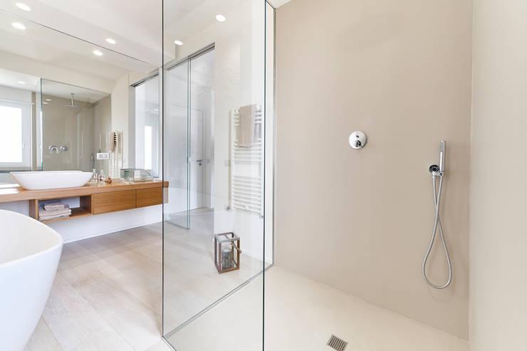 moderne Badezimmer von sabrina masala