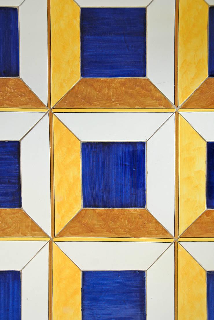 Casa V: Pareti in stile  di Sergio Prozzillo Ass.ti, Mediterraneo
