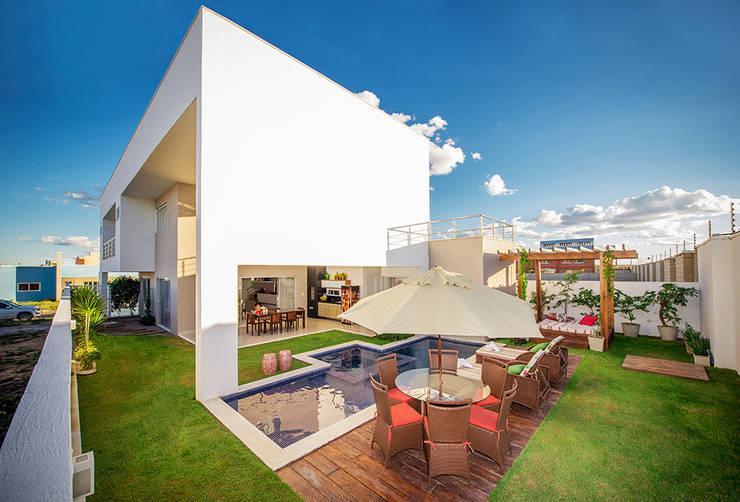 Fachada Posterior: Casas minimalistas por Duo Arquitetura