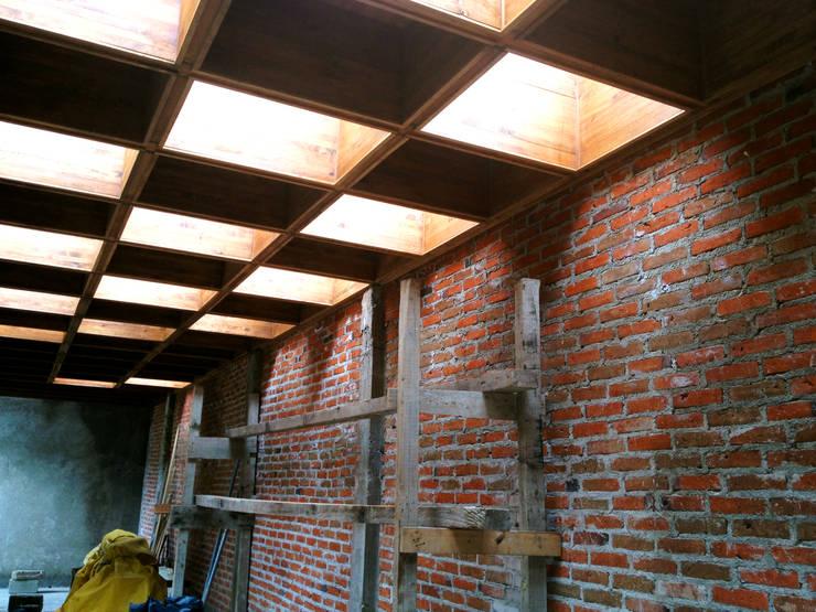 Estructura de Cubierta de Madera: Casas de estilo  por Molcajete Arquitectura Interiores Diseño
