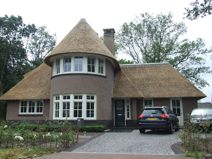 Nieuwbouw vrijstaande rietgedekte villa te Apeldoorn:   door 01 Architecten