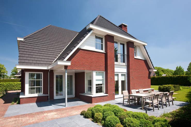 """Vrijstaande villa in De Meern te Utrecht: {:asian=>""""Aziatisch"""", :classic=>""""klassiek"""", :colonial=>""""koloniaal"""", :country=>""""land"""", :eclectic=>""""eclectisch"""", :industrial=>""""industrieel"""", :mediterranean=>""""mediterrane"""", :minimalist=>""""minimalistische"""", :modern=>""""modern"""", :rustic=>""""rustiek"""", :scandinavian=>""""Scandinavisch"""", :tropical=>""""tropisch""""}  door 01 Architecten,"""