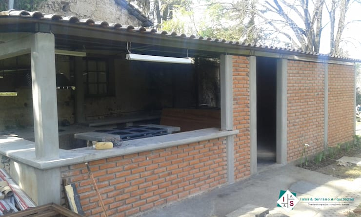 Cocinas de estilo  por ISLAS & SERRANO ARQUITECTOS