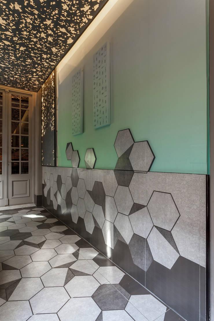 CASA FOA 2015 – ESPACIO GALERIA: Galerías y espacios comerciales de estilo  por Matealbino arquitectura