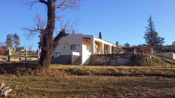 Fachada: Casas de estilo  por Liliana almada Propiedades,Colonial