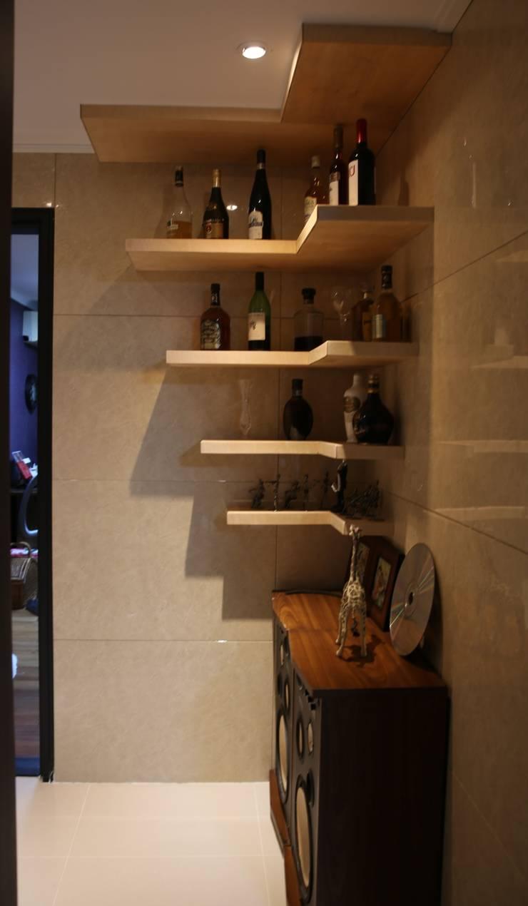대구 수성구 범어동 푸른마을 아파트 인테리어 리모델링: inark [인아크 건축 설계 디자인]의  복도 & 현관