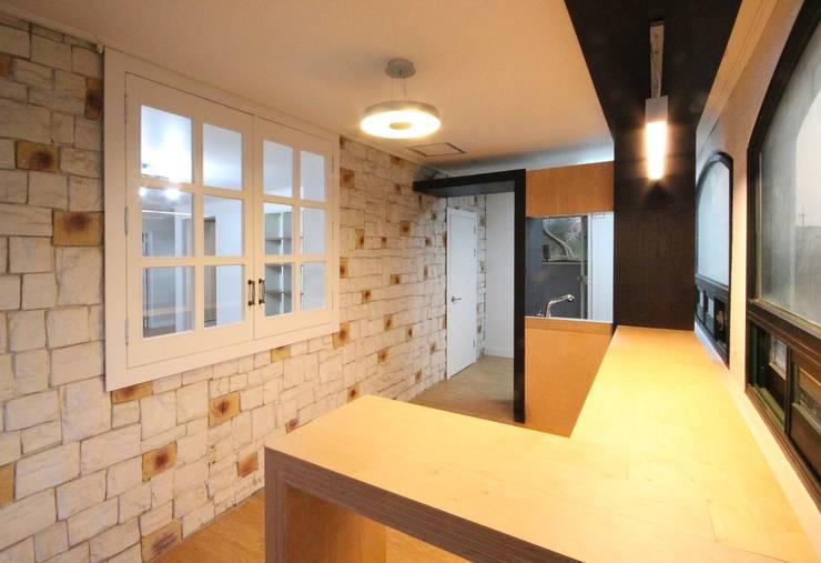 경남 합천 전원 주택 협소 주택 땅콩 주택: inark [인아크 건축 설계 디자인]의  다이닝 룸