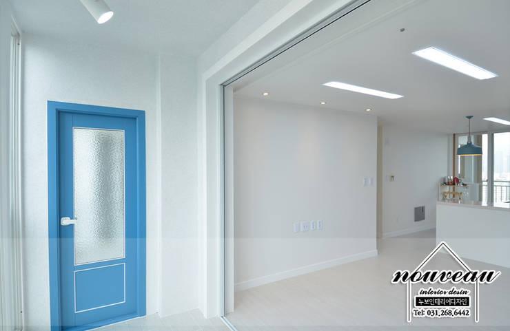 블루 컬러 포인트로 꾸민 신혼집 인테리어: 누보인테리어디자인의