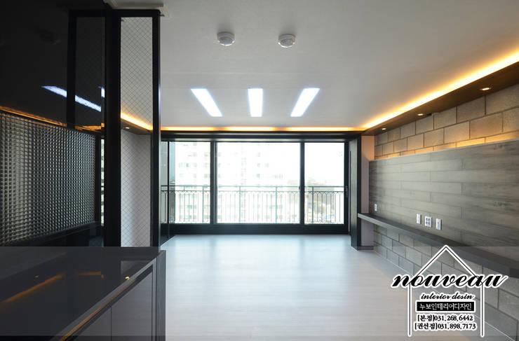 인더스트리얼 컨셉으로 꾸민 34평아파트인테리어: 누보인테리어디자인의  거실,인더스트리얼